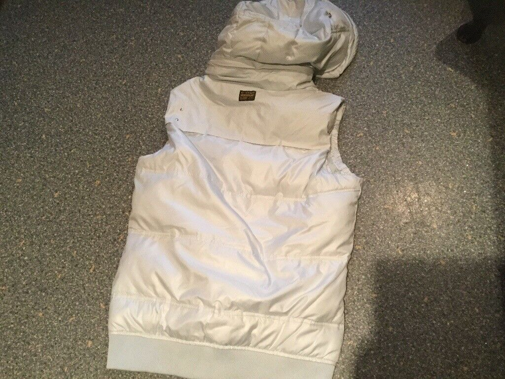 G STAR RAW whistler hooded gillet size M. Very pale gray, removable hood. Zips & stud fastenings.