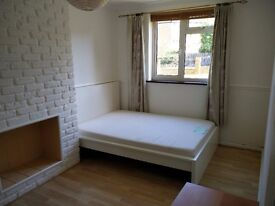 A bright Comfy double room to let in a 2 bedroom flat