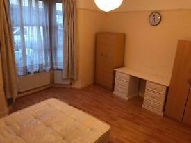 )))))))))))MASSIVE DOUBLE ROOM((((((((((((