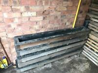 Concrete Moulds fence post support spur/godfather.