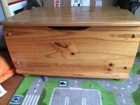 Pine toybox