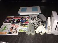 WHITE NINTENDO WII BUNDLE - CONSOLE , GAMES AND BALANCE BOARD