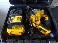 dewalt 18v jigsaw dcs 331 with 4ah battery & charger