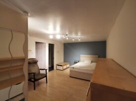 BRIGHT AND SPACIOUS STUDIO FLAT TO RENT NEAR JUBILLE LINE