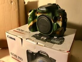 Canon 70D SLR Camera (body only) + 2 batteries & charger!