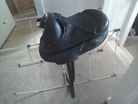 "Torsion close contact treeless saddle 16"" black"