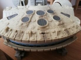 Star wars Millennium Falcon & figures