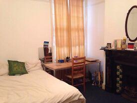 15 Oxford Street, Redland, Bristol. STUDENT house. Recently refurbished, large, double bedroom