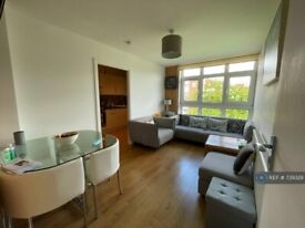 4 bedroom flat in Woking Close, Off Priory Lane, SW15 (4 bed) (#739329)