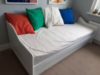 Day bed with mattress and trundle