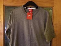 Men's Nike modern curved hem t-shirt
