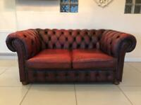 STUNNING CHESTERFIELD 2 SEATER CLUB SOFA IN AN OXBLOOD LEATHER