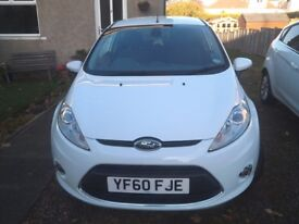 White Ford Fiesta Zetec 1.25 3 door hatchback