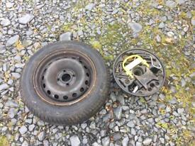Spare wheel and wheel changing kit for Clio