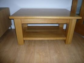 SOLID OAK COFFEEE TABLE.