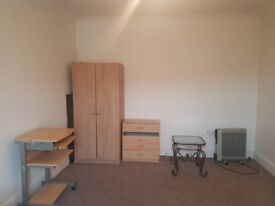 A BEAUTIFUL DOUBLE ROOM(NEWLY REFURBISHED) AVAILABLE IN LEYTONSTONE