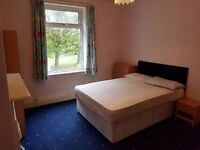 BIG DOUBLE ROOM, ALL BILLS INCLUDED, CLOSE TO TESCO/SHOPS & METRO 15mins TO CITY CENTRE, QUIET ROAD