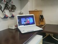 White/Red Packard, win 10, webcam, hdmi