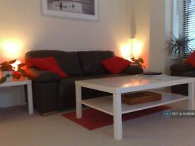 1 bedroom flat in Ealing, London, W13 (1 bed) (#1109698)