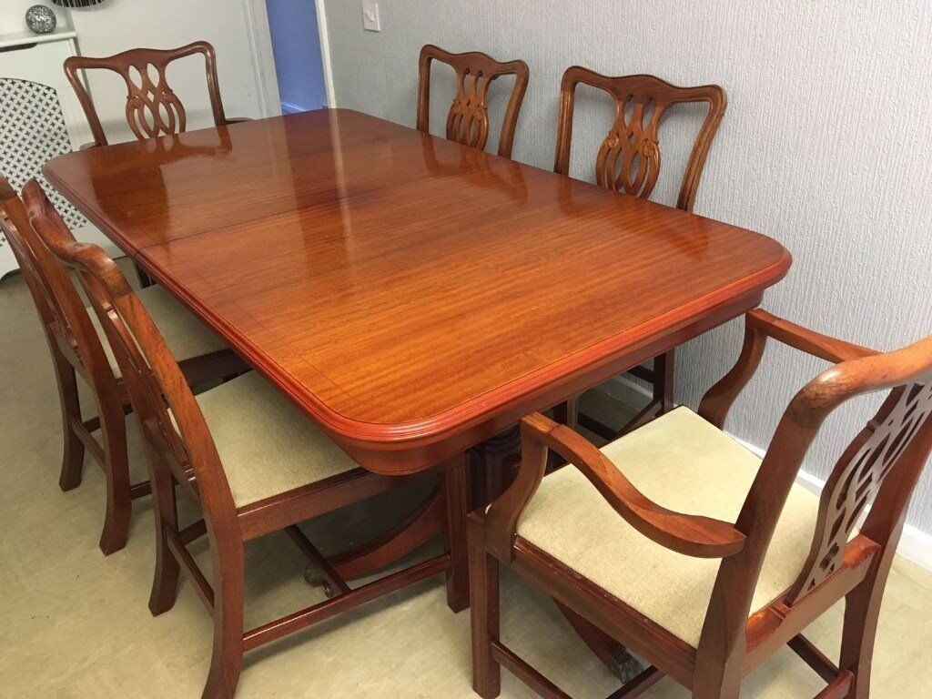 Beautiful Dining Table 4 Chairs & 2 Carver Chairs Superb Condition Must Be Seen To Appreciate