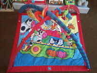 PLAY GYM, TINY LOVE, PADDED FLOOR QUILT AND LINK TOYS