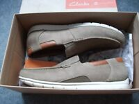 Mens Clarks slip on shes for sale, size 9