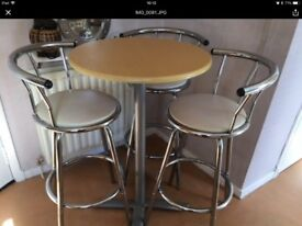 Bar table plus 3 high stools