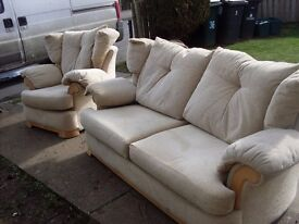 3 seater settee and 1 chair nice comfy