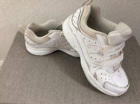 New Balance Trainers Size 12.5 Eur 31 White Leather