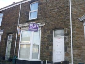 5 BED HOUSE FOR STUDENTS/PROFESSIONALS AVAILABLE NOW