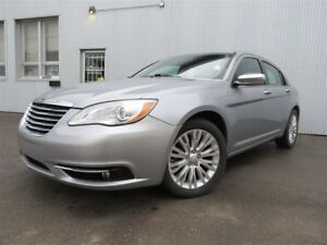2013 Chrysler 200 Limited, SUNROOF, LEATHER, HEATED SEATS.