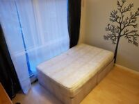 Double Room with Large Windows, Near South Quay Dlr & Canary Wharf