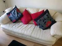 3 piece suite / Settee / chairs