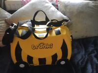 Bernard the bee trunki