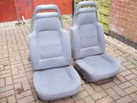 Two landrover discovery front seats.