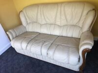 3 SEATER ITALIAN LEATHER SOFA IN EXCELLENT CONDITION