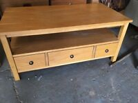 SOLID WOODEN COFFEE TABLE WITH DRAWERS IN EXCELLENT CONDITION