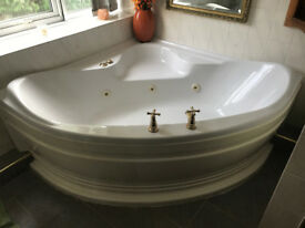 Spa Bath Jacuzzi 1500mm x 1500mm in WHITE Excellent working condition