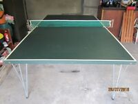 Dunlop Table Tennis Table, full size, in very good condition.