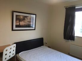 DOUBLE ROOM WITH ENSUITE BATHROOM IN A NEWLY BUILT HOUSE NEAR KEELE UNIVERSITY IN A NEWLY BULIT