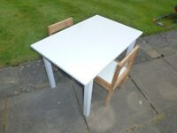 CHIDRENS NICE DESK + 2 CHAIRS ONLY £10