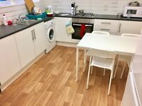 Recently refurbished single room, available now! Great location, zone 2!!
