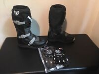 Kids motorbike boots (size eu 34) and gloves worn a couple off times