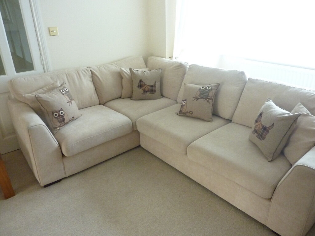 Creme Beige Corner Sofa In Excellent Condition Includes All Cushions As Ilrated Can