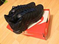 Men's Nike Tuned Navy/ Size 7