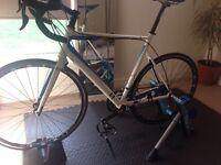 13 Bikes . Intrinsic alpha. Frame 58cm. Shimano Claris.