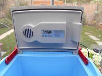 12v 240v coolbox good useable condition