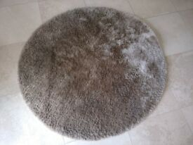 Good quality circular rug