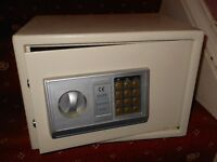 METAL ELECTRONIC DIGITAL SAFE WITH KEYPAD 35x25x25cm