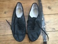 Modern jazz shoes by Bloch size 6.5